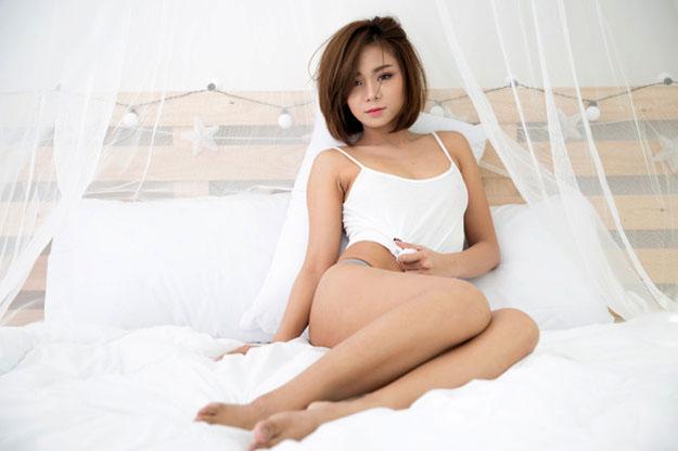 cô gái năm trêm giường