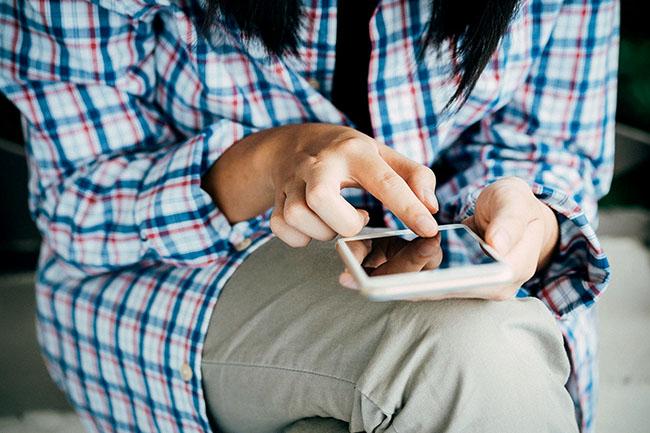 Nhắn tin không có nghĩa là chàng trai đó muốn tán tỉnh bạn.