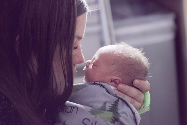 mẹ và trẻ sơ sinh